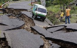 earthquake_Nepal roads shattered